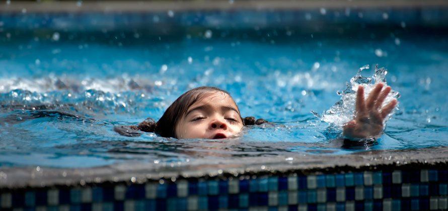 Como prevenir o afogamento em crianças