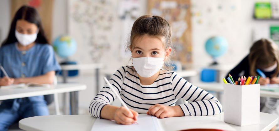 As escolas não deveriam deixar as máscaras, sugere estudo do Centro de Controle e Prevenção de Doenças dos EUA (CDC)