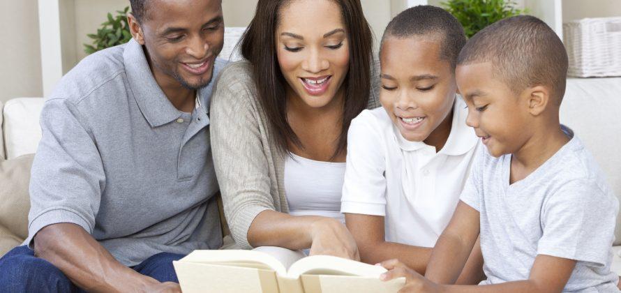 Como escolher um livro para leitura em família